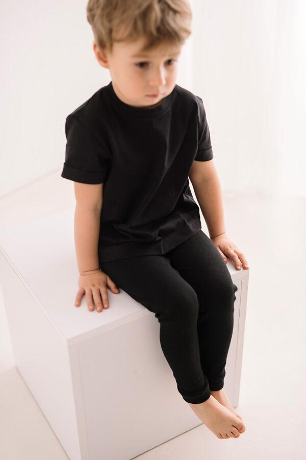 Czarna koszulka dziecięca z bawełny organicznej