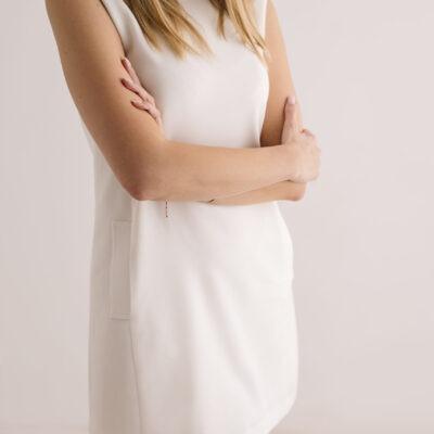 Śmietankowa sukienka z kieszeniami
