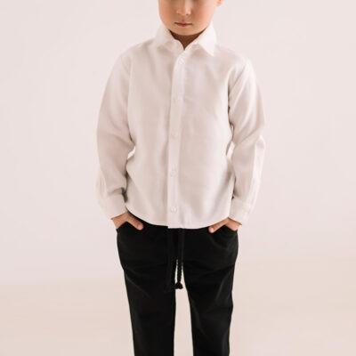 Elegancka biała koszula chłopięca