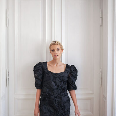 Czarna sukienka z bufkami