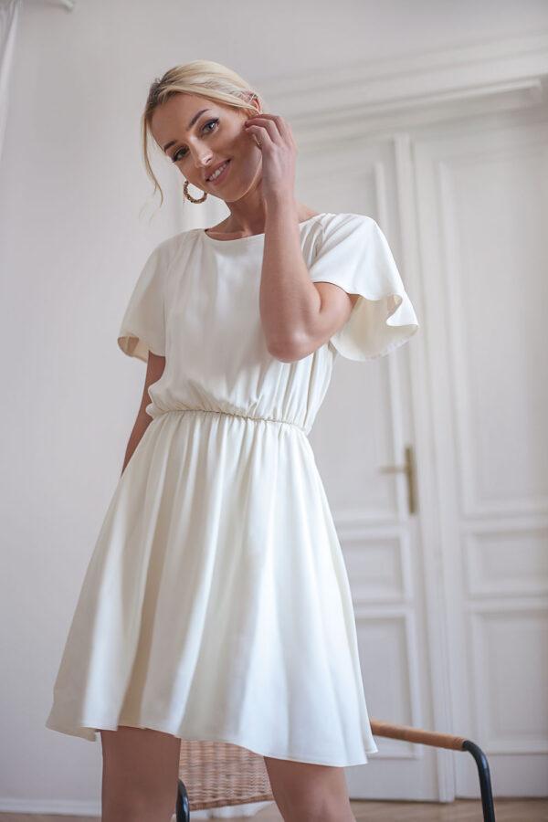 Śmietankowa sukienka z gumką w pasie